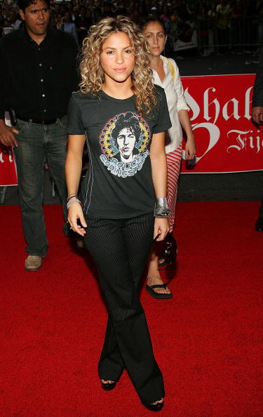 "Gray Shirt「Shakira At Virgin Times Square To Promote ""Fijacion Oral""」:写真・画像(5)[壁紙.com]"