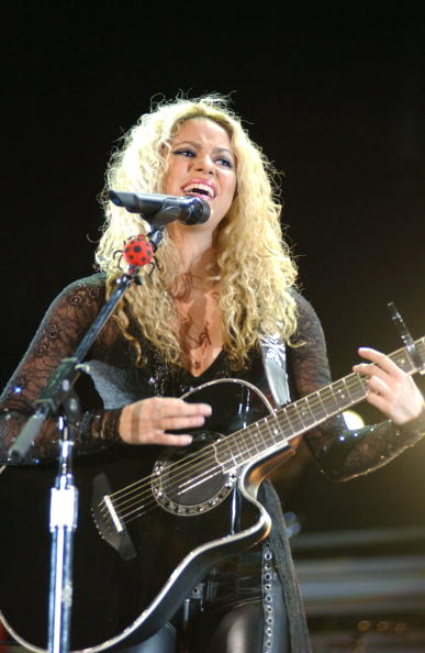 Wavy Hair「Shakira In Concert At The Bullring Of Las Ventas Madrid」:写真・画像(9)[壁紙.com]