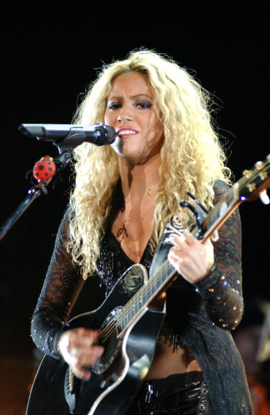 Wavy Hair「Shakira In Concert At The Bullring Of Las Ventas Madrid」:写真・画像(8)[壁紙.com]
