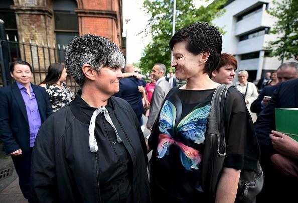 笑顔「Northern Ireland Court Rules On Same Sex Marriage」:写真・画像(2)[壁紙.com]
