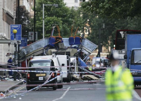 英国 ロンドン「Emergency Services On The Scene Of Blast On London Tube」:写真・画像(16)[壁紙.com]