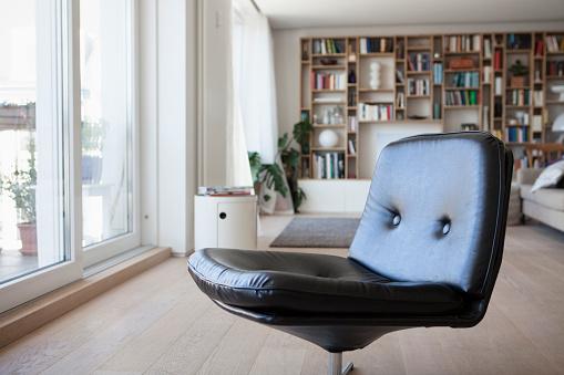 Armchair「Black leather chair in living room」:スマホ壁紙(13)