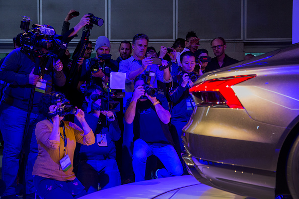 David McNew「Automobile Manufactures Debut Latest Models At Los Angeles Auto Show」:写真・画像(7)[壁紙.com]