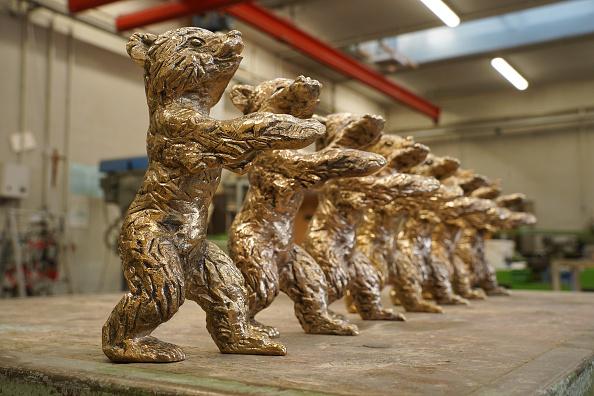 Berlin International Film Festival「Artisans Craft Berlinale Bear Trophies Ahead Of 2021 Festival」:写真・画像(5)[壁紙.com]