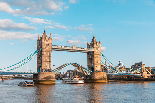 London Bridge - England「Paddle steamer boat moving under lifted Tower Bridge, London, England, UK」:スマホ壁紙(18)