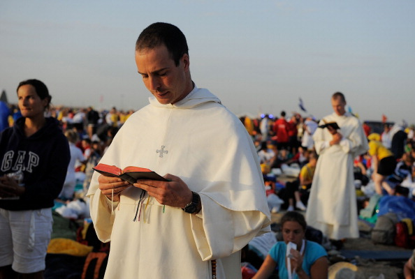 Priest「World Youth Day 2011 Celebrations Are Held In Madrid」:写真・画像(19)[壁紙.com]