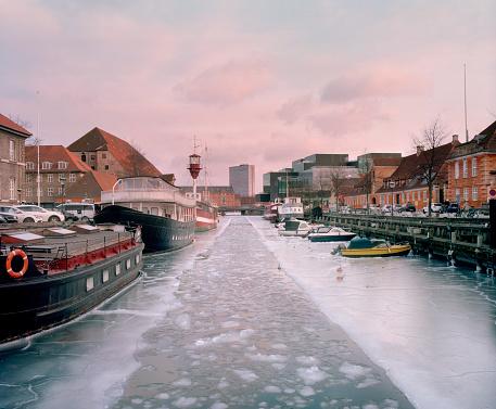 Danish Culture「Copenhagen frozen canal.Copenhagen. Denmark」:スマホ壁紙(1)