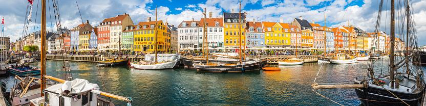 Danish Culture「Copenhagen Nyhavn colorful bars restaurants overlooking harbour panorama Denmark」:スマホ壁紙(1)