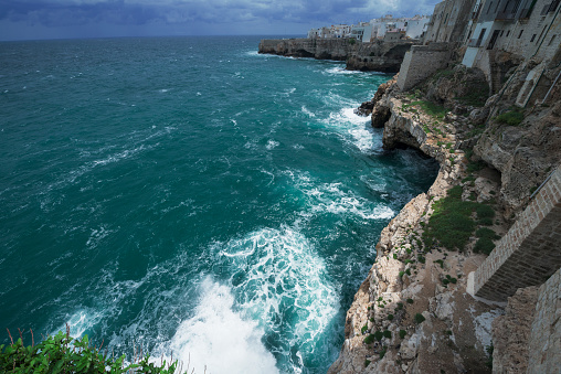 Wave「Polignano a Mare situated on a rocky coast line, Calabria, Italy」:スマホ壁紙(8)