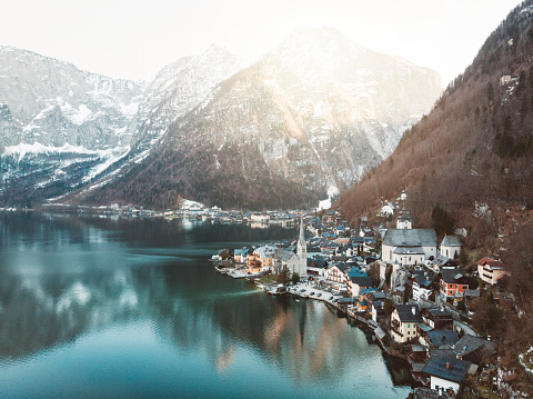 Dachstein Mountains「Small town Hallstatt by the Hallstatter see in Dachstein mountains」:スマホ壁紙(7)