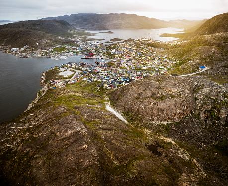 北極「グリーンランドの Qaqortoq の小さな町住宅町サンセット寒冷な気候」:スマホ壁紙(4)