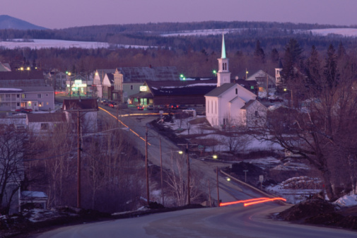 Maine「A small town seen at dusk, Maine, USA.」:スマホ壁紙(13)