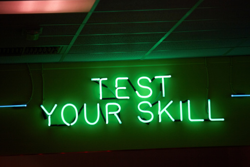 Arcade「Neon sign showing test your skill」:スマホ壁紙(15)