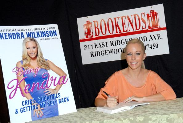 "Hair Back「Kendra Wilkinson Signs Copies Of ""Being Kendra""」:写真・画像(16)[壁紙.com]"