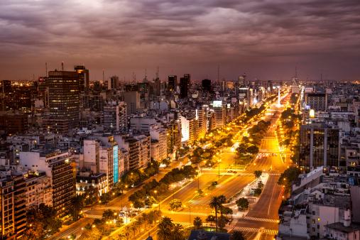 Buenos Aires「Avenida 9 de Julio, Buenos Aires at dusk」:スマホ壁紙(6)