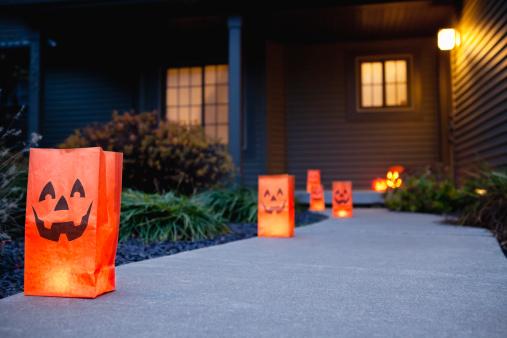 ハロウィン「USA, Illinois, Metamora, Halloween bags on porch」:スマホ壁紙(0)
