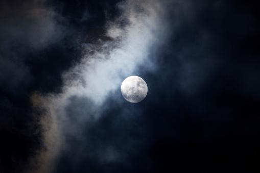 Fog「Full moon on a cloudy night」:スマホ壁紙(1)