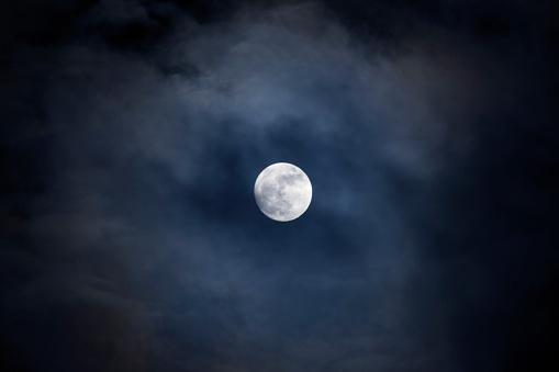 Evil「Full moon on a cloudy night」:スマホ壁紙(14)