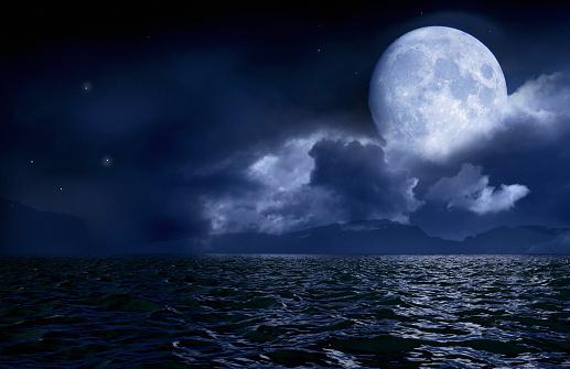 Moon「Full moon over seascape and horizon」:スマホ壁紙(1)