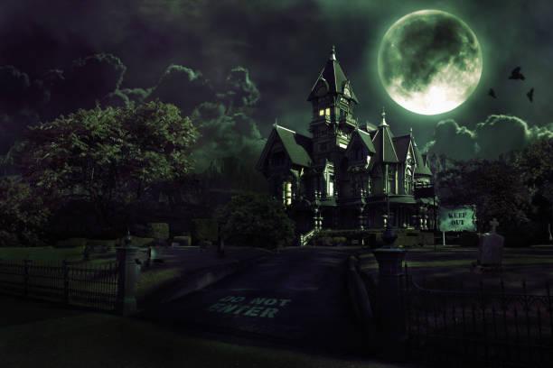 Full Moon Over Haunted House with Graveyard for Halloween:スマホ壁紙(壁紙.com)