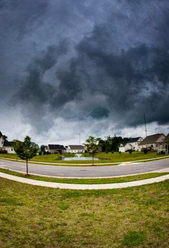 Vertical「天候:迫り来る夏の嵐」:スマホ壁紙(14)