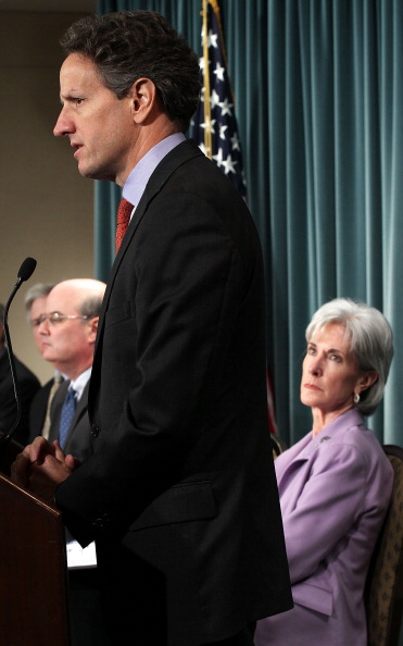 Michael Astrue「Geithner, Sebelius, And Solis Hold Briefing On Social Security, Medicare Reports」:写真・画像(2)[壁紙.com]