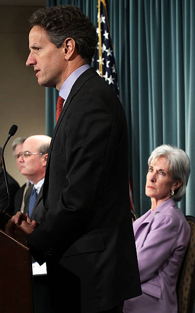 Geithner, Sebelius, And Solis Hold Briefing On Social Security, Medicare Reports:ニュース(壁紙.com)