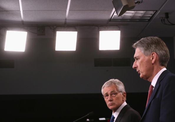 Virginia - US State「Chuck Hagel Hosts UK Secretary Of Defence Phillip Hammond At The Pentagon」:写真・画像(13)[壁紙.com]