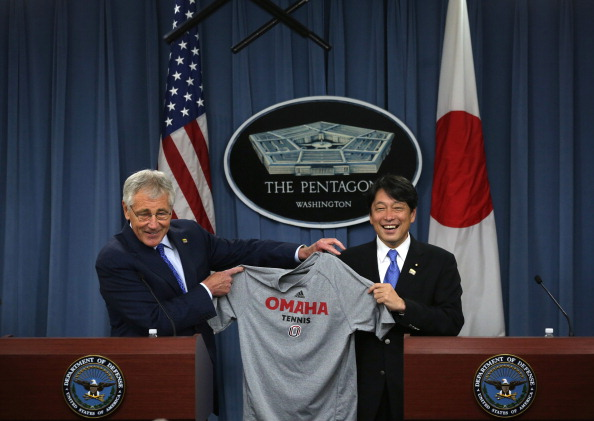 Alex Wong「Secretary Of Defense Chuck Hagel Welcomes Japan's Minister of Defense Itsunori Onodera To Pentagon」:写真・画像(13)[壁紙.com]