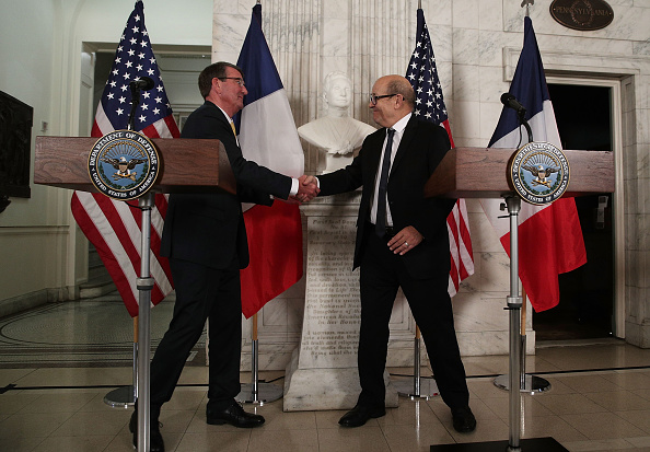 Alex Wong「Ash Carter Meets With French Defense Minister Jean-Yves Le Drian In Washington」:写真・画像(14)[壁紙.com]