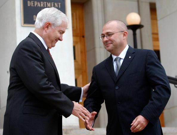 Accessibility「Sec. Of Defense Gates Holds Honor Cordon For Czech Defense Minister」:写真・画像(18)[壁紙.com]