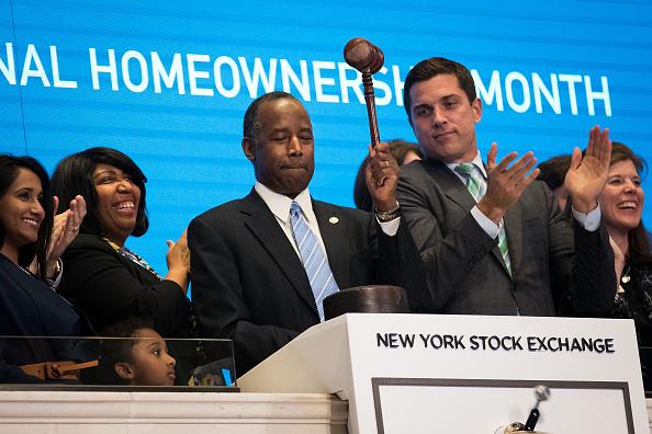 Bell「HUD Secretary Ben Carson Rings Closing Bell At New York Stock Exchange」:写真・画像(12)[壁紙.com]