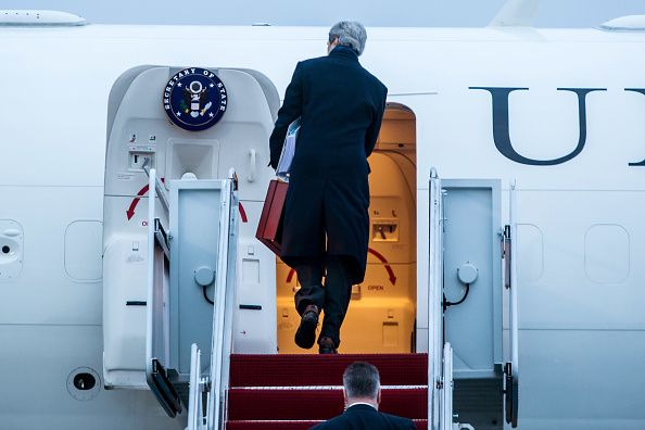 Joint Base Andrews「Secretary Of State John Kerry Departs For His First Overseas Trip」:写真・画像(6)[壁紙.com]