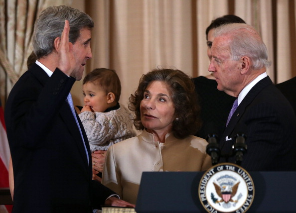 John Kerry「John Kerry Ceremonially Sworn In As Secretary Of State」:写真・画像(0)[壁紙.com]