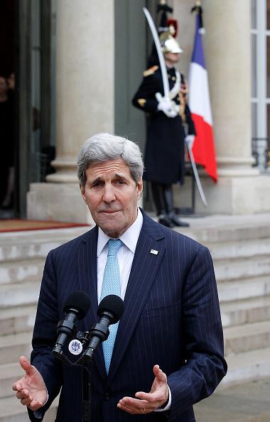 John Kerry「French President Francois Hollande Receives John Kerry, US Secretary Of State At Elysee Palace」:写真・画像(17)[壁紙.com]