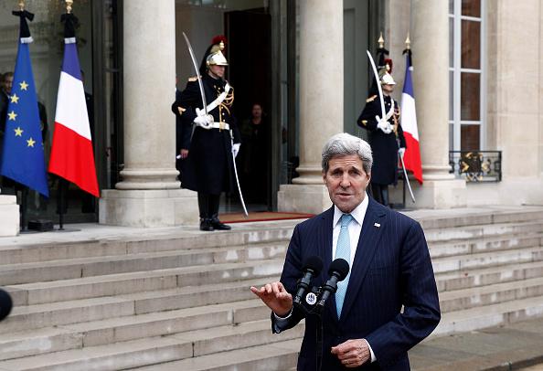 John Kerry「French President Francois Hollande Receives John Kerry, US Secretary Of State At Elysee Palace」:写真・画像(16)[壁紙.com]