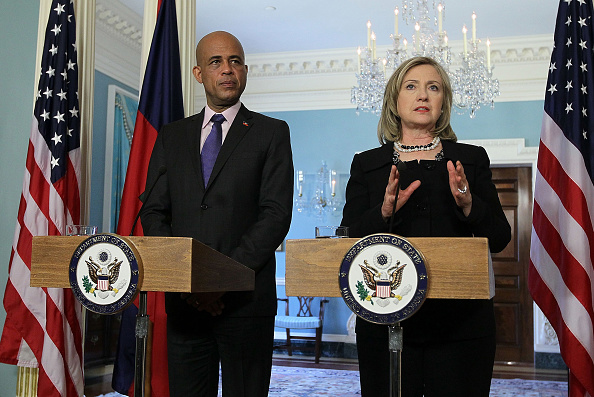 Georgia - US State「Hillary Clinton Meets With Haitian President-Elect Michel Martelly」:写真・画像(14)[壁紙.com]