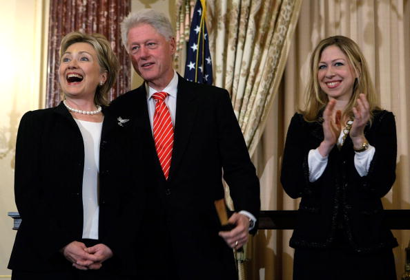 Smiling「Hillary Clinton Takes Part In Ceremonial Swearing-In As Secretary Of State」:写真・画像(12)[壁紙.com]