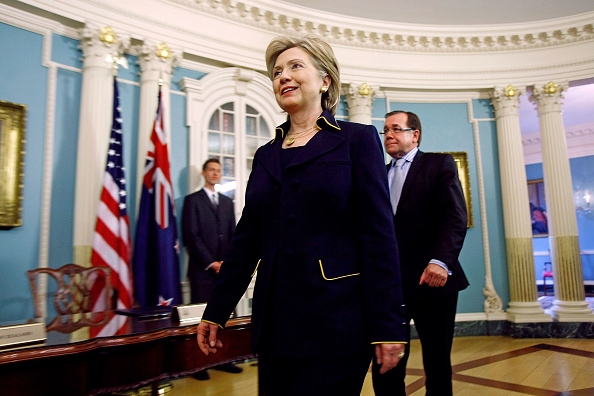Writing「Hillary Clinton Meets With Minister of Foreign Affairs Of New Zealand」:写真・画像(6)[壁紙.com]