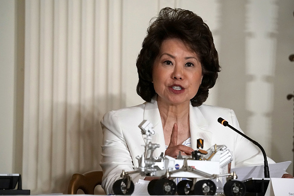 Elaine Chao「President Trump Meets With National Space Council At White House」:写真・画像(13)[壁紙.com]