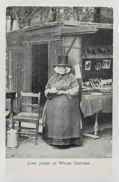 Crockery「Jane Jones In Welsh Costume At Her Bookstall In Betws-Y-Coed」:写真・画像(7)[壁紙.com]
