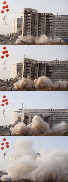 Dust「Israeli Hotel Demolished By Controlled Explosion」:写真・画像(11)[壁紙.com]