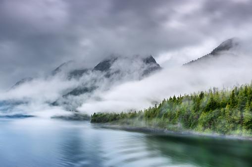 Overcast「Misty Fjord Shoreline, Alaska」:スマホ壁紙(19)