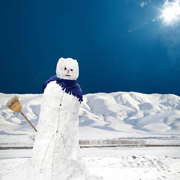 melting snowman under sun:スマホ壁紙(壁紙.com)