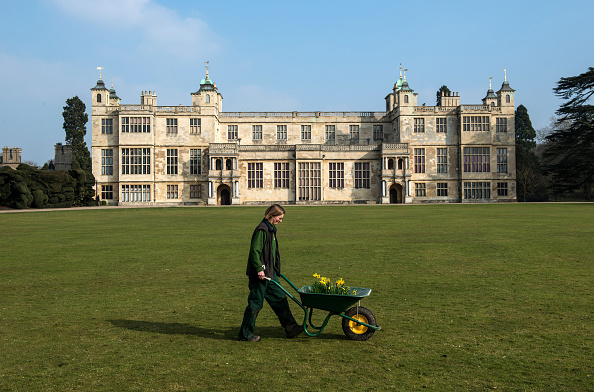 Planting「Spring Cleaning Takes Place At English Heritage Properties Around The UK」:写真・画像(12)[壁紙.com]