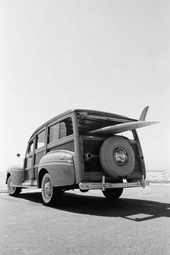 1940-1949「Old Woodie Station Wagon with Surfboard」:スマホ壁紙(15)