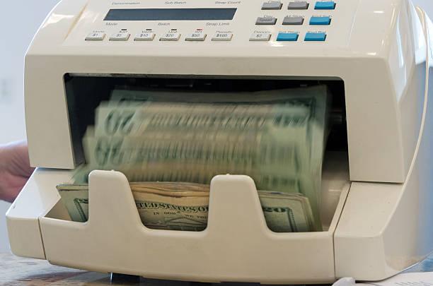 Counting the money:スマホ壁紙(壁紙.com)