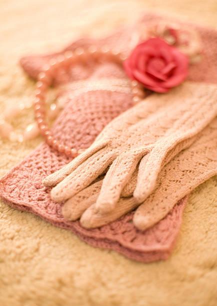 Gloves and muffler:スマホ壁紙(壁紙.com)