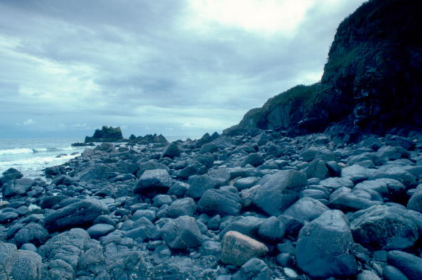 Overcast「Rocks on a beach」:写真・画像(19)[壁紙.com]