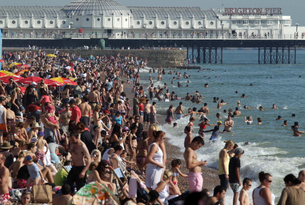 Crowd「Britain Enjoys An Unseasonably Warm Start To October」:写真・画像(18)[壁紙.com]